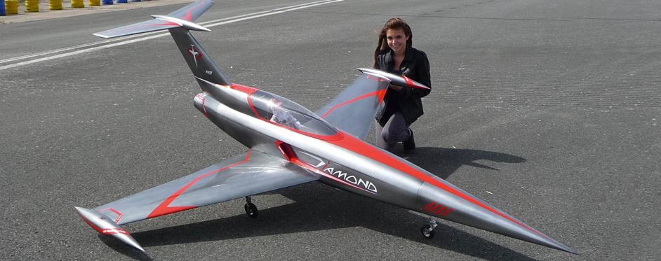 Diamond présenté par Mlle éolia rantet au cev de brétigny - Jets RC - Aviation Design