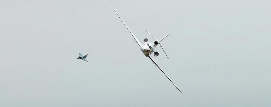Falcon 7X en chasse avec un Mirage 2000 - Jets RC - Aviation Design