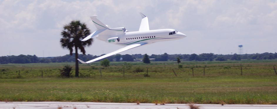 Falcon 7X en passage basse altitude - Jets RC - Aviation Design