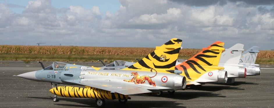 4 Mirage 2000 Tiger Meet au CEV de Brétigny - Jets RC - Aviation Design