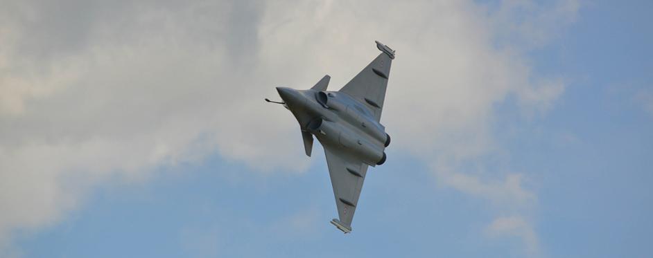 Rafale en démonstration virage serré - Jets RC - Aviation Design
