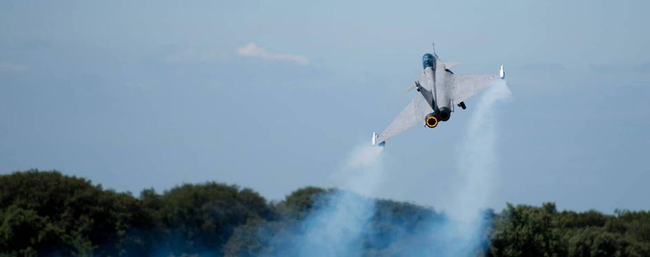 Rafale fumigène au décollage - Jets RC - Aviation Design