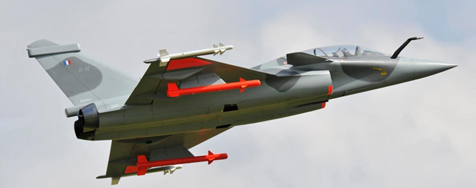 Rafale biplace en passage à basse altitude - Jets RC - Aviation Design