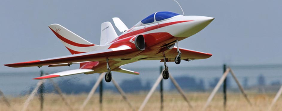 Super Scorpion Suisse à l'atterrissage, aérofrein sorti - Jets RC - Aviation Design