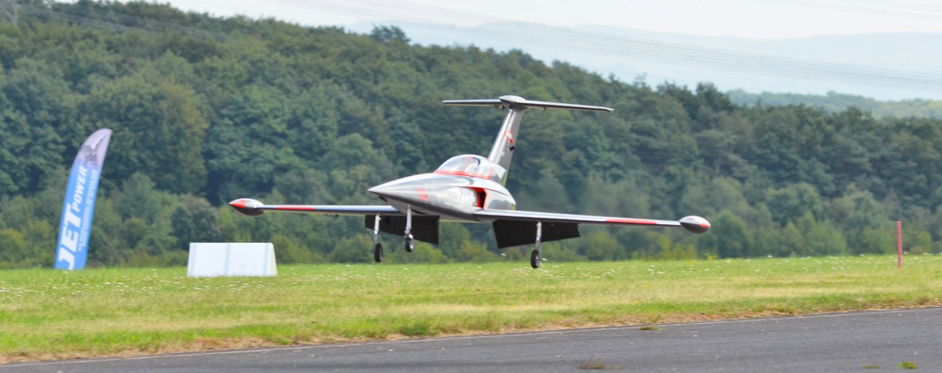 Diamond landing at JetPower 2013 - Jets RC - Aviation Design