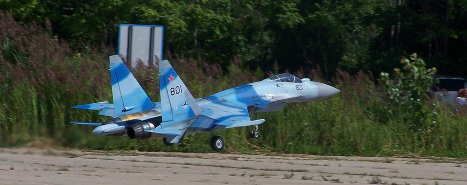 Sukhoi 35 on landing - Jets RC - Aviation Design