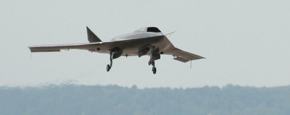 Drône AVE C de Dassault Aviation à l'atterrissage - Jets RC - Aviation Design